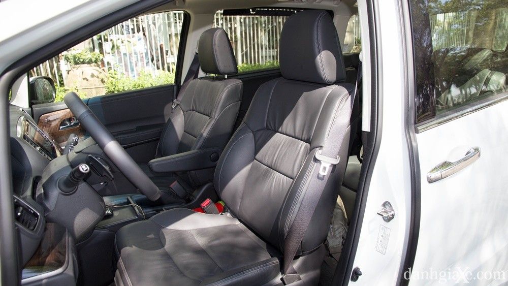 Hàng ghế thứ nhất xe Honda Odyssey_giaxehondaoto.vn