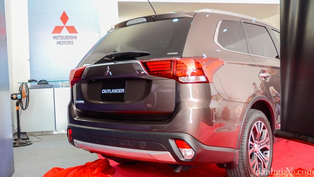 Đánh giá xe Mitsubishi Outlander 2017, hình ảnh & giá bán thị trường