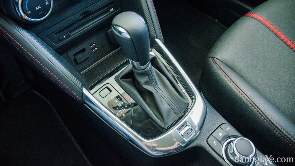 xe mazda2 hatchback