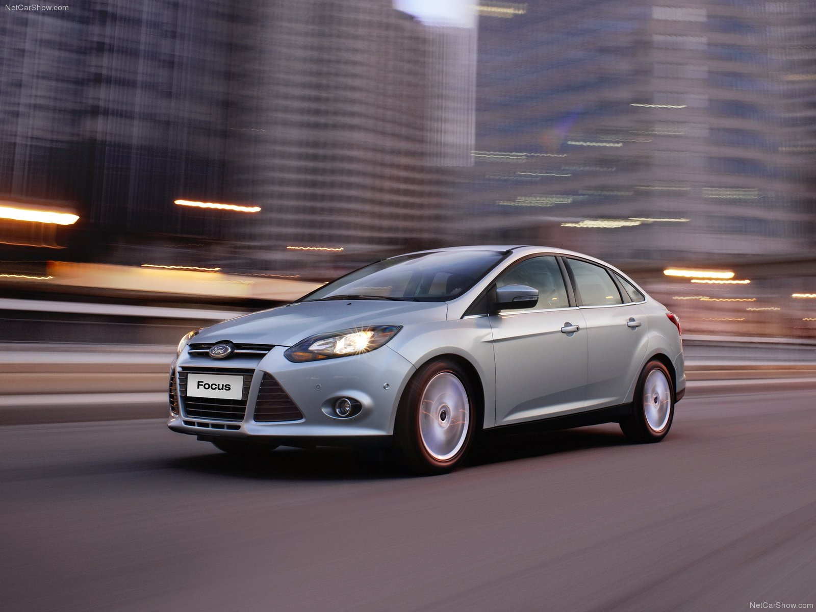 ford-focus_sedan_2013_1.jpg