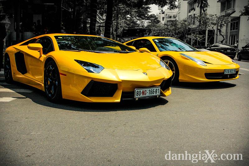 Dàn siêu xe ô tô khủng tụ họp ở Sài Gòn - sắc vàng rực rỡ