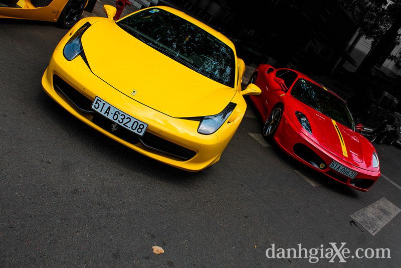 Dàn siêu xe ô tô khủng tụ họp ở Sài Gòn - cặp đôi Ferrari