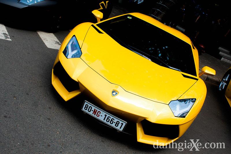 Dànsiêu xe ô tô khủng tụ họp ở Sài Gòn - Lamborghini Aventador