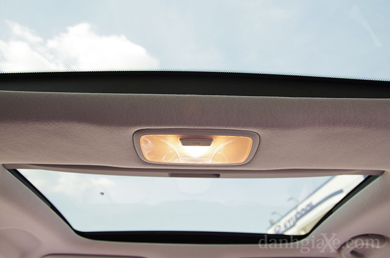 Đèn nội thất & cửa sổ trời Hyundai Tucson 2012