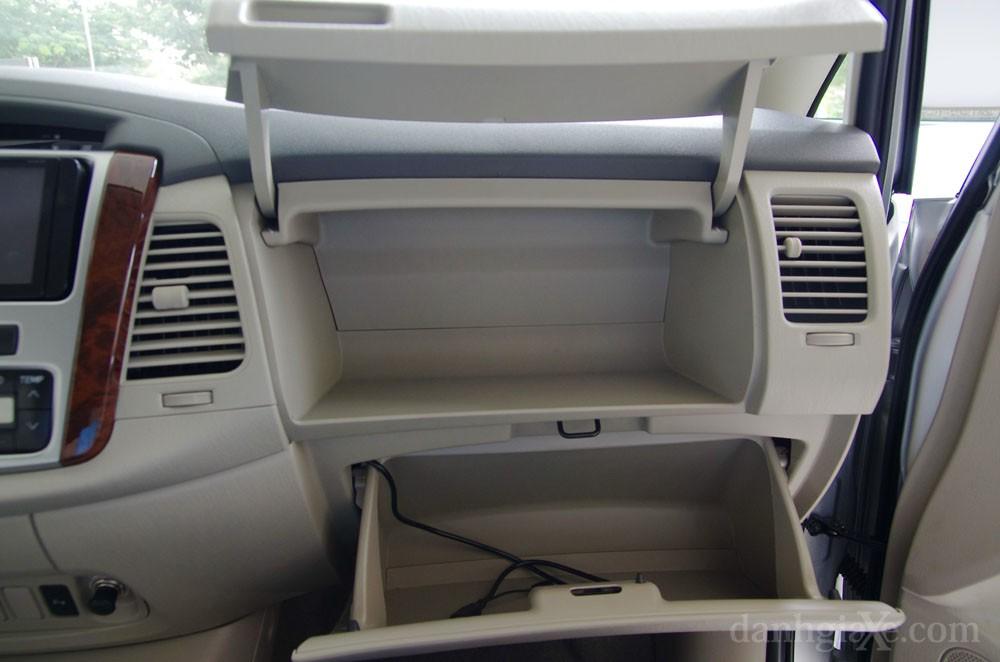 Hộc đựng Toyota Innova 2012
