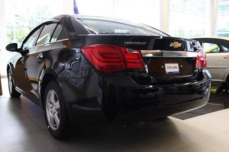 Bộ phụ kiện phong cách cho Chevrolet Cruze giá 37 triệu