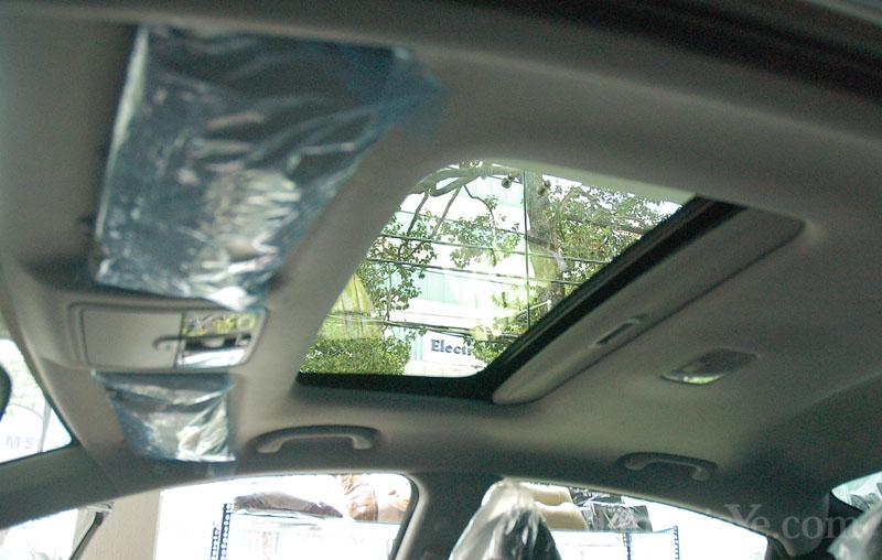 Độ nội thất ô tô - cửa sổ trời