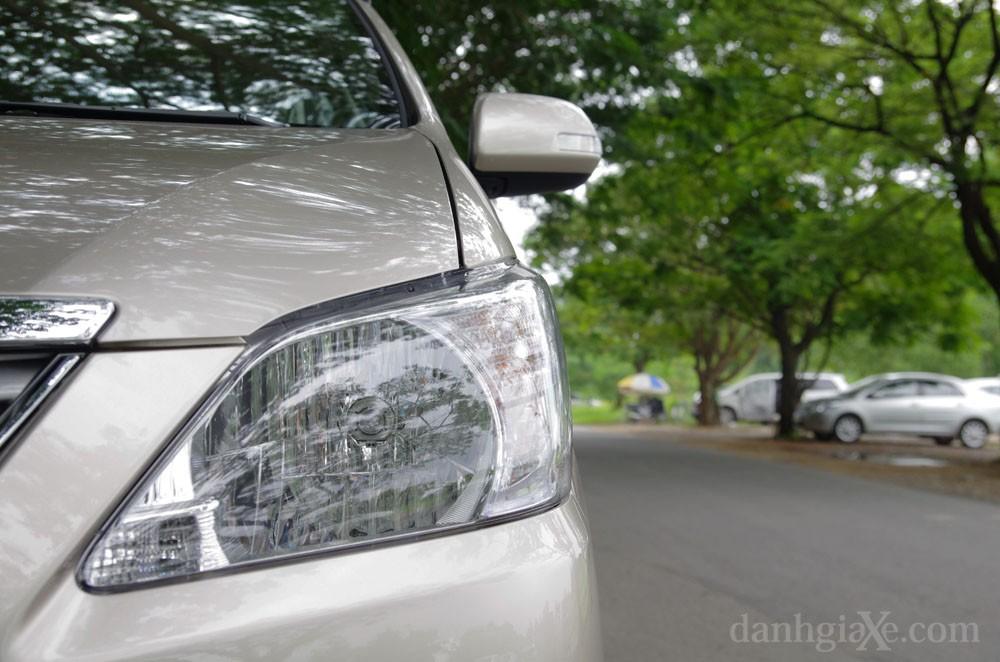 Đèn xe Toyota Innova 2012