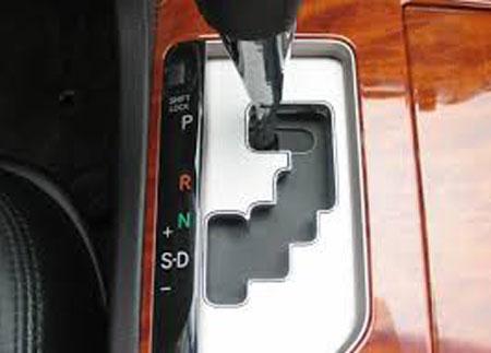 sai lầm sử dụng xe ô tô - chuyển số tay trong xe tự động
