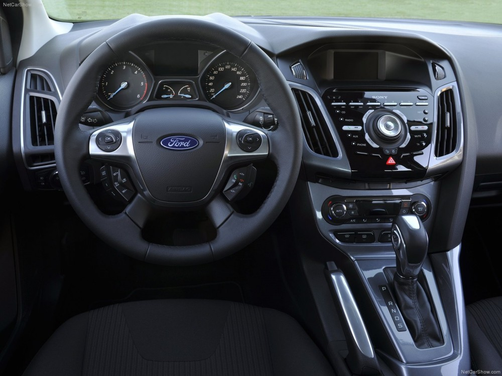 ford-focus_2011_1600x1200_wallpaper_30.jpg