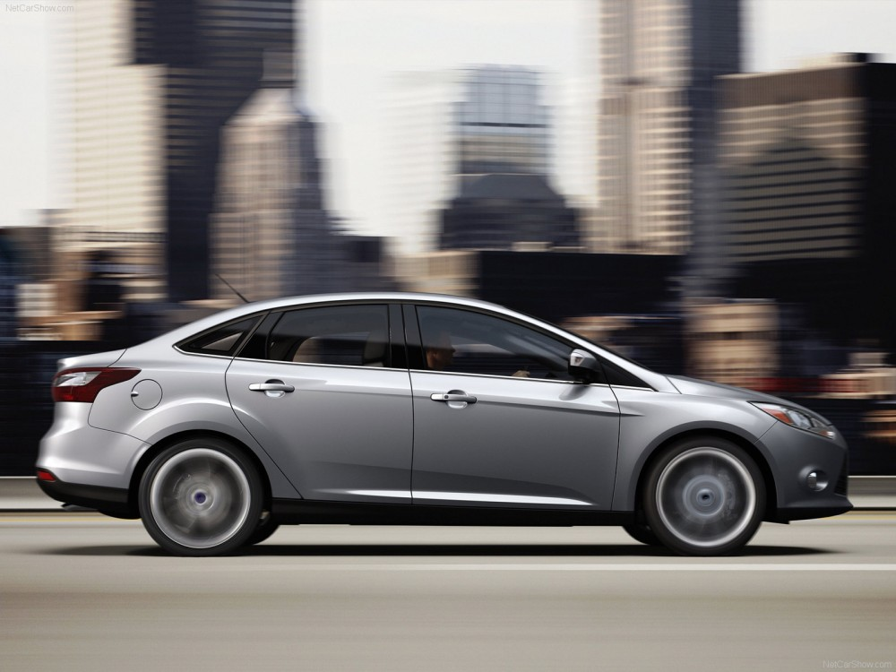ford-focus_sedan_2013_9.jpg