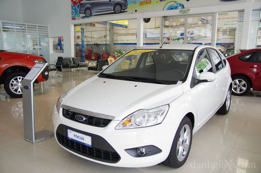 ford_focus_1_8at_2012_17.jpg