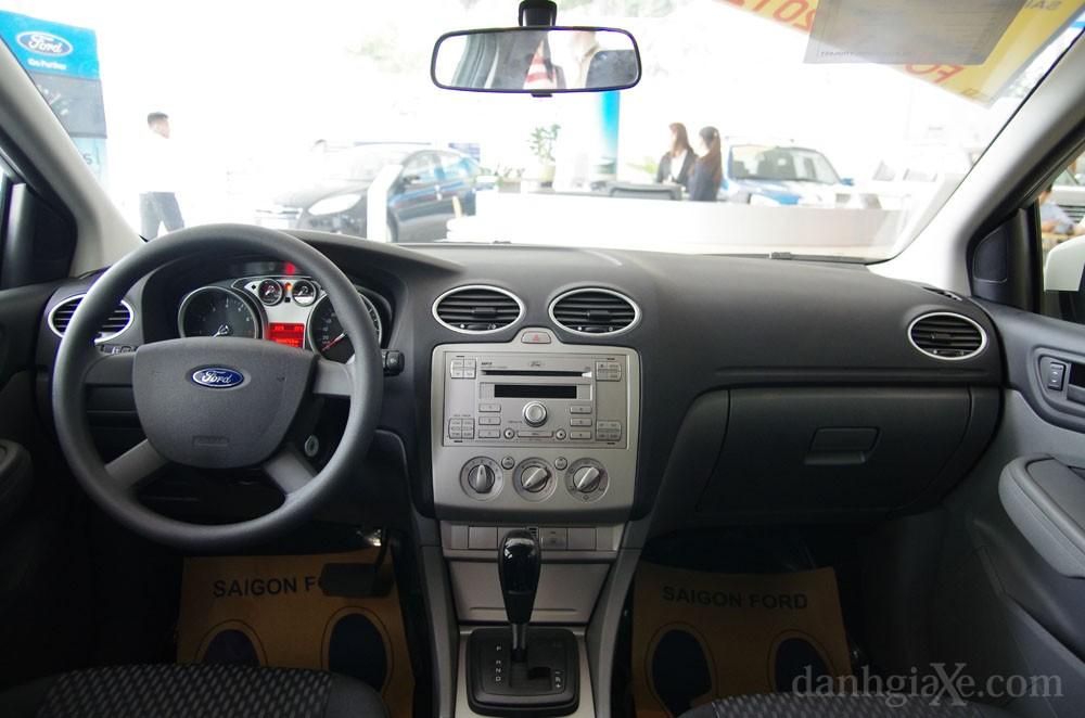 Khoang xe ford focus 2012