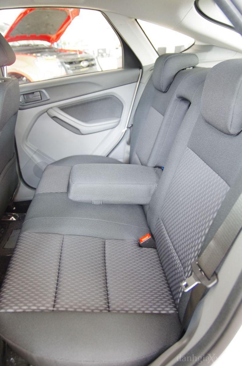 Hàng ghế sau xe Ford Focus 2012