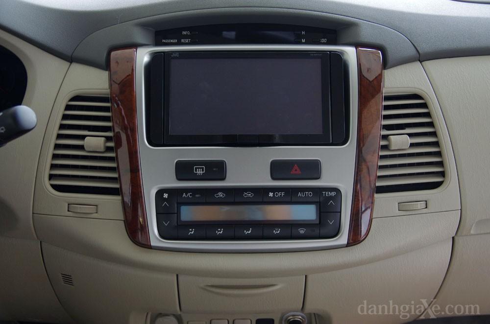 Hệ thống giải trí trên xe Toyota Innova 2012