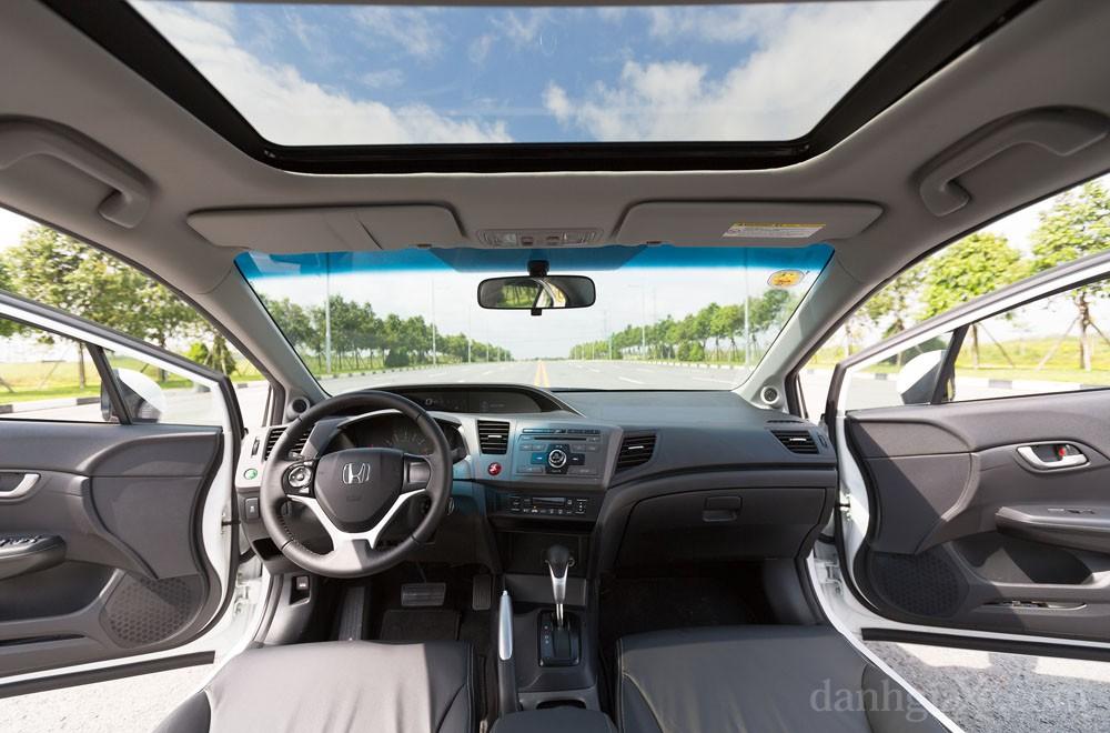 Bên trong xe Honda civic 2012
