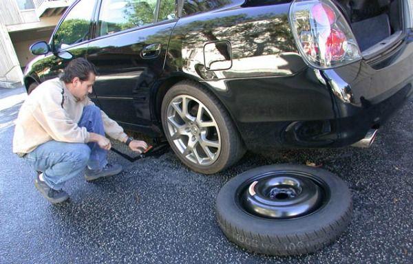 Hướng dẫn thay lốp xe ô tô đúng cách