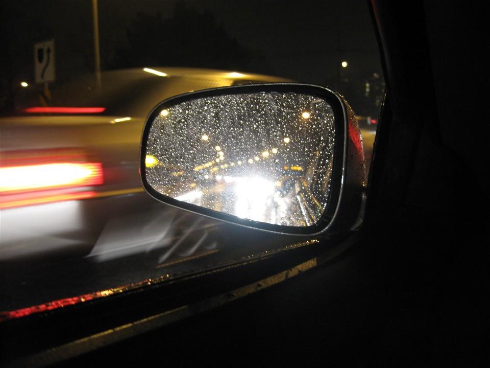 Kinh nghiệm lái xe ban đêm đường dài - giữ kính sạch sẽ