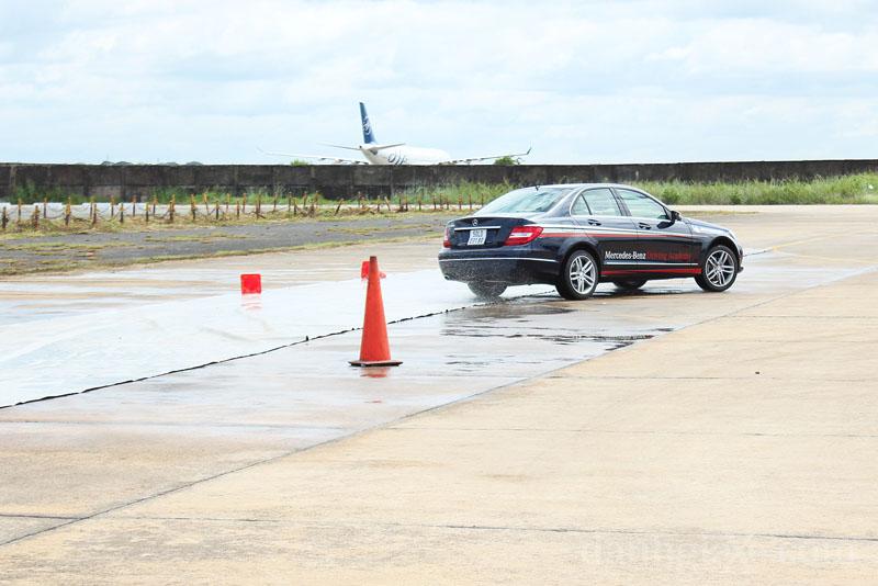 Kinh nghiệm lái xe an toàn trên đường trơn trượt