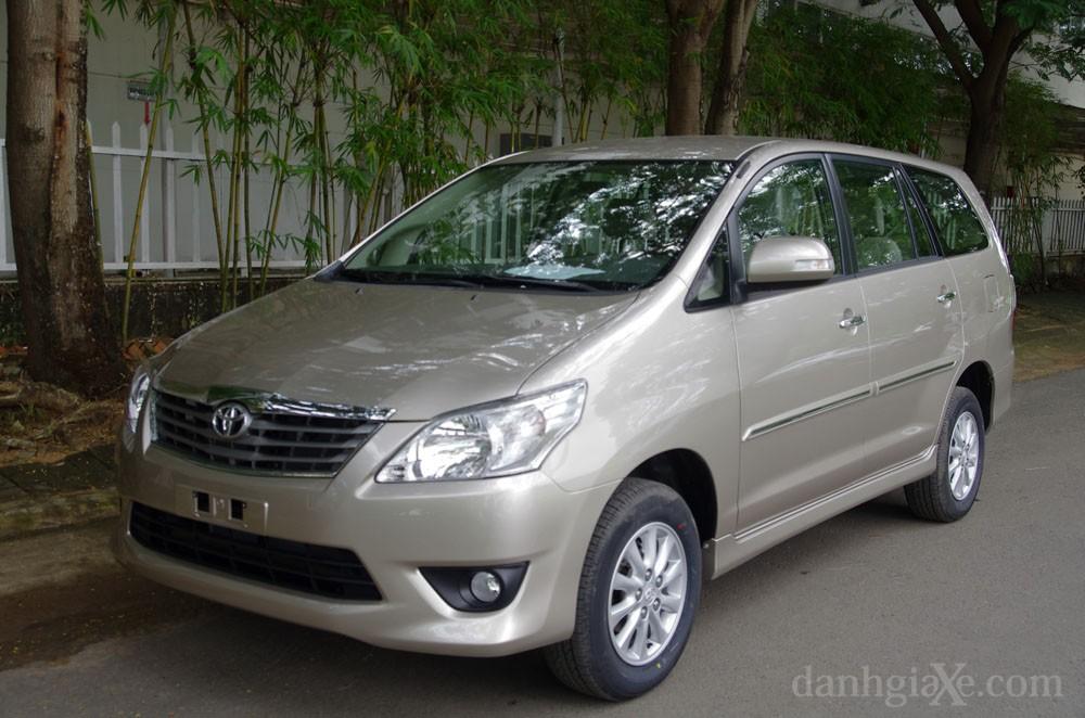 Ngoại thất Toyota Innova 2012
