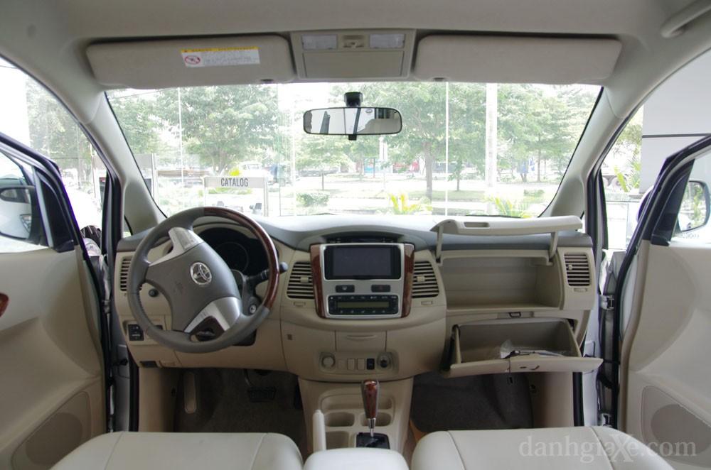 Nội thất Toyota Innova 2012