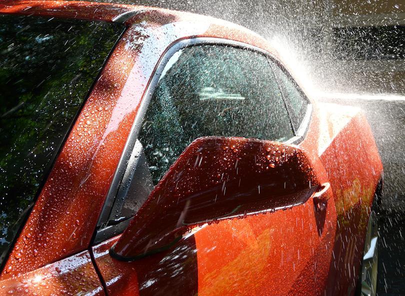 rửa xe ô tô tại nhà 3