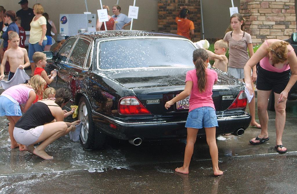 rửa xe ô tô tại nhà 1