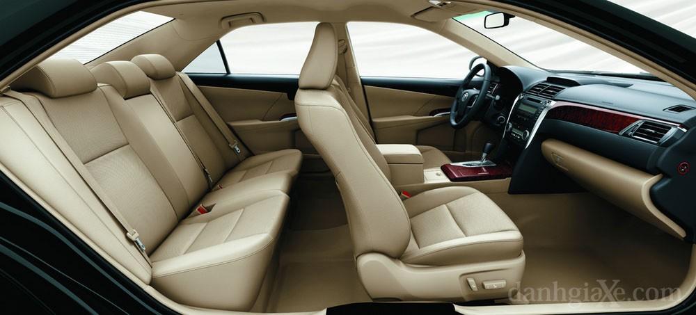 Ghế ngồi xe Toyota Camry 2012