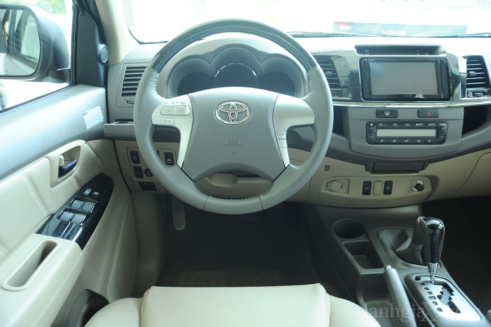 Vô lăng Toyota Fortuner 2012