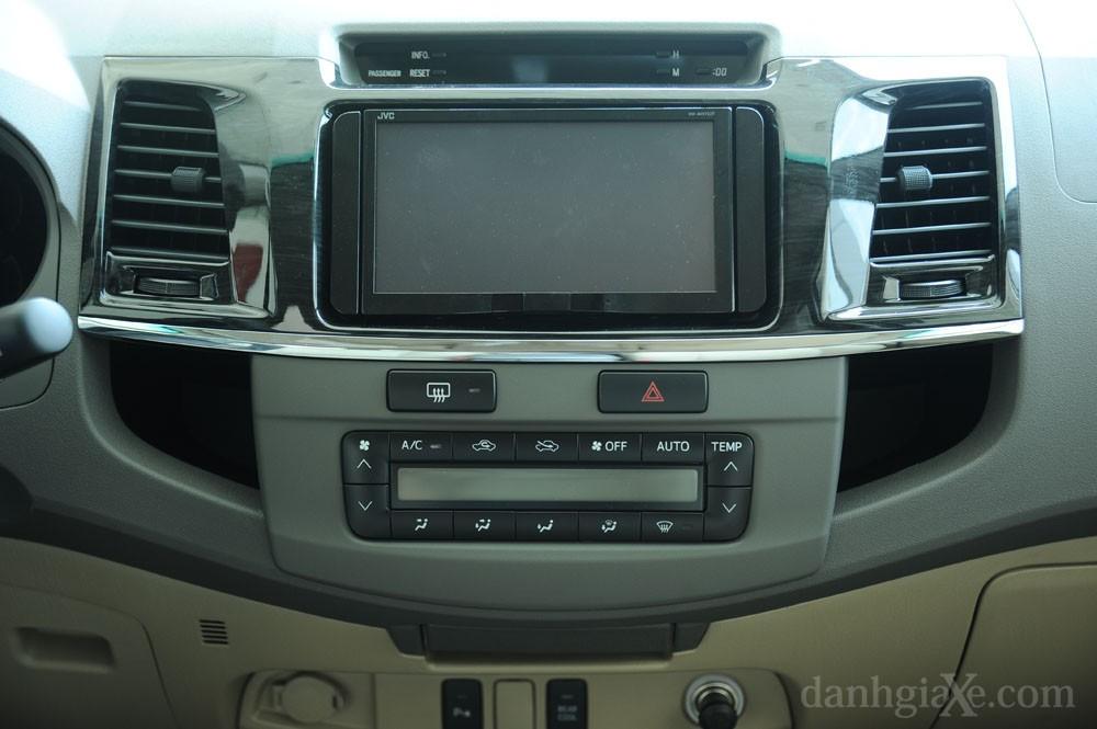 Dàn âm thanh Toyota Fortuner 2012