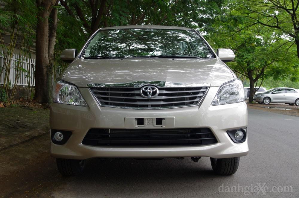 Đầu xe Toyota Innova 2012