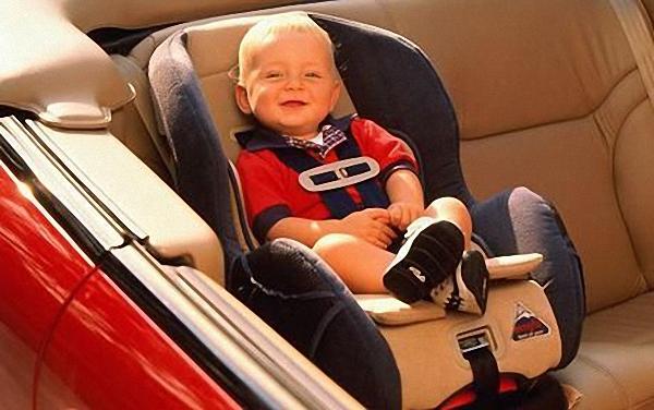 Ghế xe hơi cho trẻ