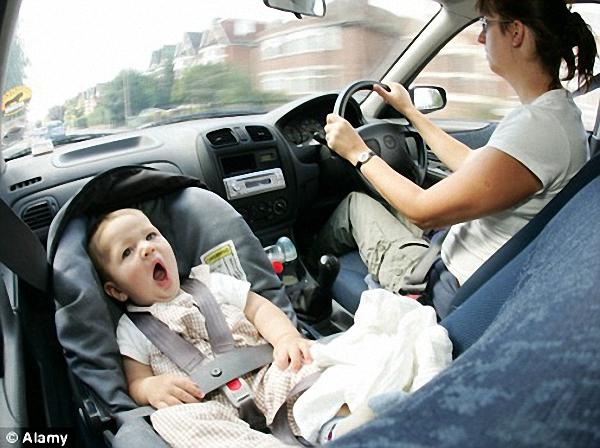 Ghế xe hơi cho bé - cách đặt