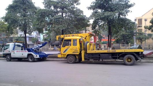 Xe cứu hộ ô tô có cần cẩu và cầu nâng