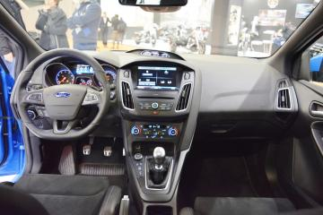 2017-Ford-Focus-RS-interior-dashboard-at-2016-Bologna-Motor-Show.jpeg